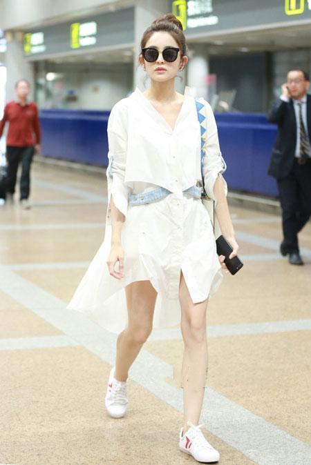 连衣裙和平底鞋的搭配穿出不一样的感觉