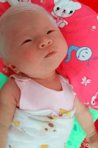 睡醒了,睁着小眼睛!小编:祝福宝宝快乐成长!小可爱加油!