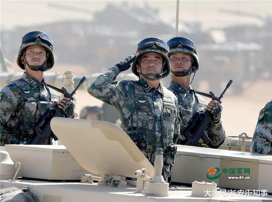 参加过两次大阅兵的司令, 与200位将军同上考场