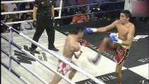 中国小伙无视身高差KO外国拳王,1秒打出6次重击全部中头