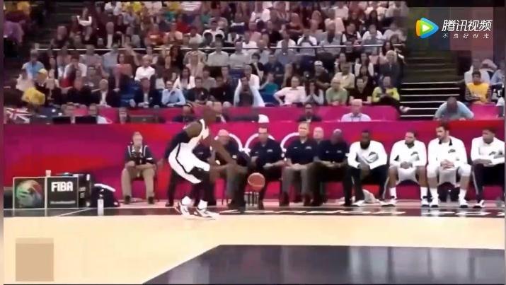 12年伦敦奥运会,科比抢断本可上演扣篮,转眼却投3分,还没进队友已经站起来庆祝,霸气