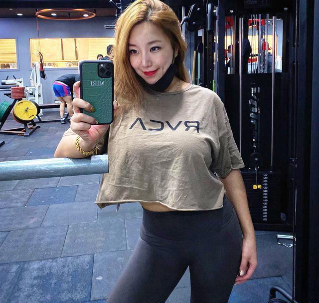 健身的魅力真大, 40岁阿姨坚持锻炼, 与女儿合影被误认为是姐妹