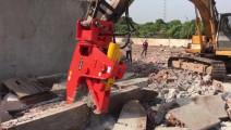 20吨级挖掘机的液压钳,360度旋转粉碎水泥钢筋轻而易举