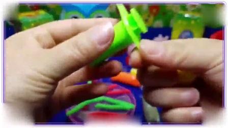 彩虹小马与小猪佩奇一起用多彩泥粘土做面条,大耳朵图图 比得兔