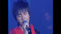 俞灏明演唱《眼泪》深情投入,年纪轻大能量