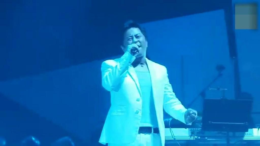 55岁王杰演唱会再唱经典《不浪漫罪名》经典老歌永不褪色