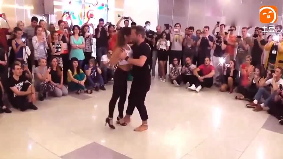 一首动感舞曲《该死的爱》