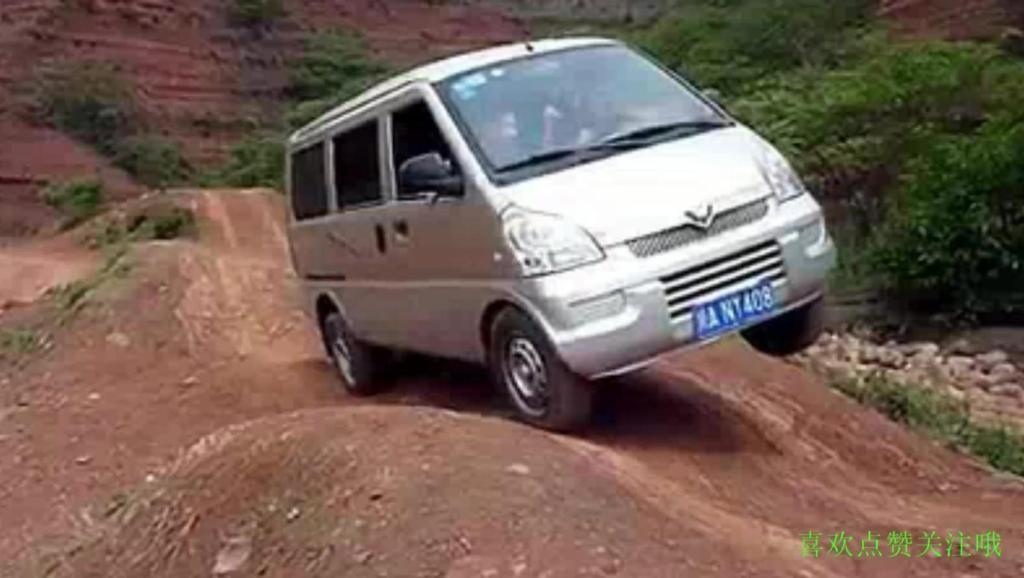 川藏线最常见的五菱神车,老司机开五菱宏光玩越野,走汉兰达和霸道都不一定走过的路