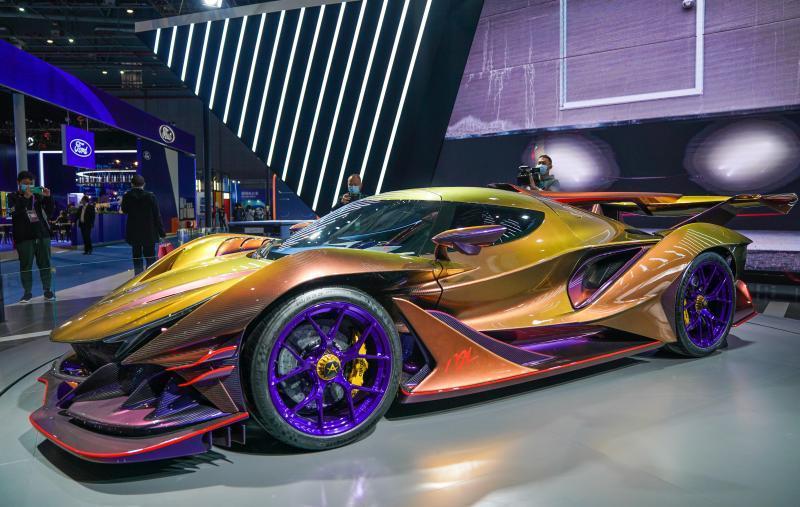 首款全碳纤维超跑,百公里加速时间仅需2.7秒,ApolloIE车型全球仅限量10台,售价为270万美元