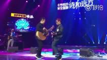 许巍演唱《蓝莲花》时和李延亮搞怪秀吉他,吉他第一人李延亮的这段solo精彩绝伦啊!