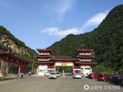 七里峪风景区位于山西省临汾市辖区内中镇霍山的北部腹地,东接沁源县