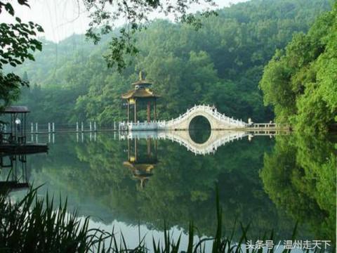 作为自然生态旅游胜地,东石笋风景区有着得天独厚的生态环境.