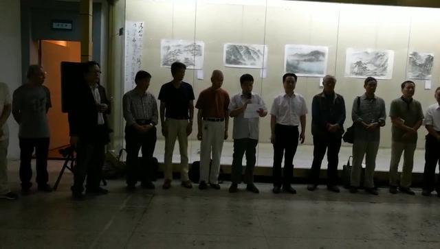 江苏省文德山水画研究会走进校园作品展教师节在淮阴师范学院开幕