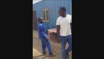 两个非洲小哥用陕西话吵架,哈哈,笑死了