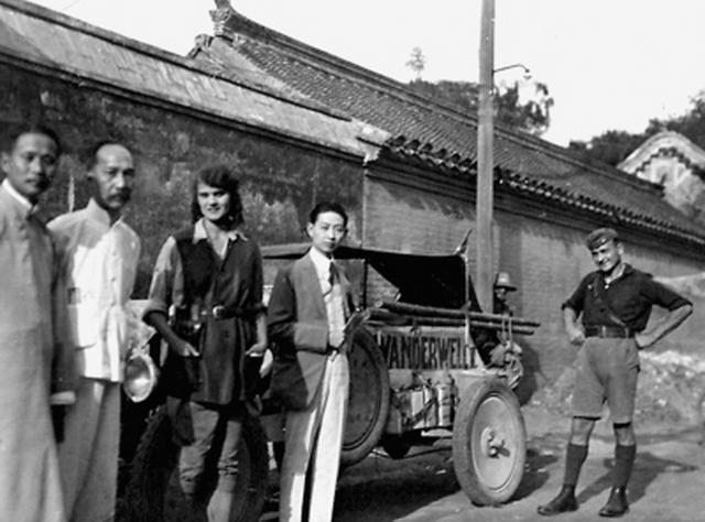 1924年, 她环球自驾到北京, 年仅18岁