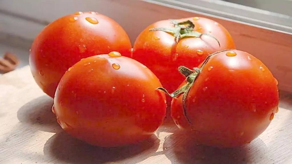 西红柿别炒蛋了!牛人不煮也不煎,切一刀变成花,好看又能吃