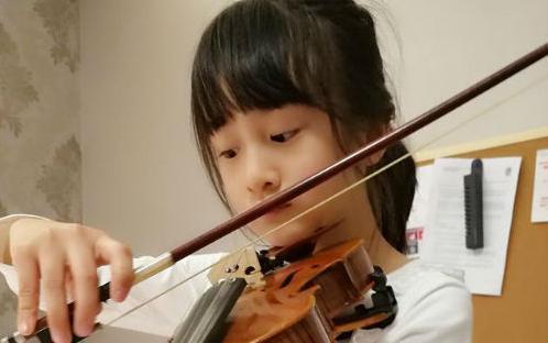 森碟拉小提琴优雅的像个公主, 但玩起滑板分分钟帅炸你!图片