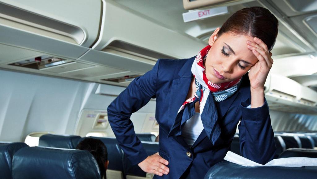 空姐在飞机上为乘客 盘点空姐不能为乘客做的那些事图片