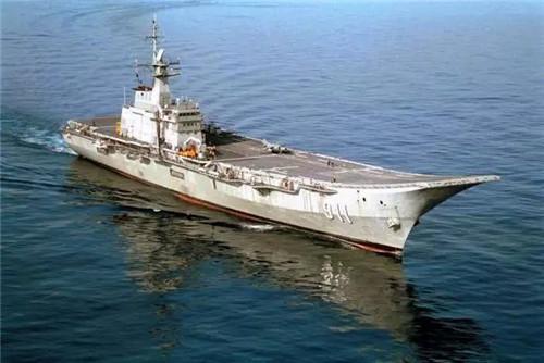 """其中西班牙巴赞造船公司的""""轻型航母""""方案最受泰国青睐."""