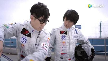 屌丝男士: 大鹏给韩寒的跑车做保养, 把我都笑岔气了都!