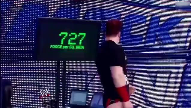 2000斤的力量 不愧是WWE重量级选手