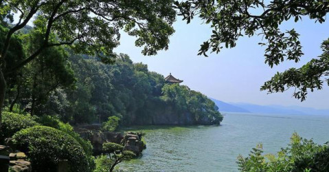 著名景点:太湖,锡惠园林,薛福成故居,扇卷洞风景区,无锡灵山胜境风景