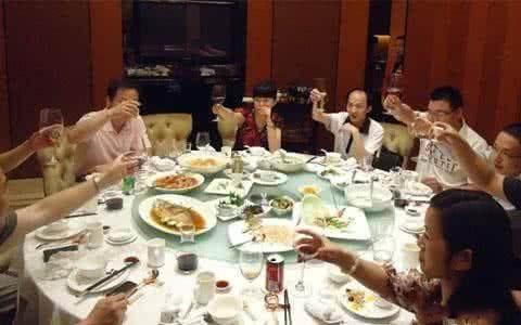 韩国人的用餐礼仪和酒桌文化是什么样的?