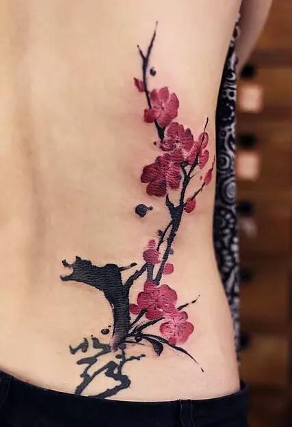 她把中式水墨刺进了皮肤里, 让纹身美成了一幅画!
