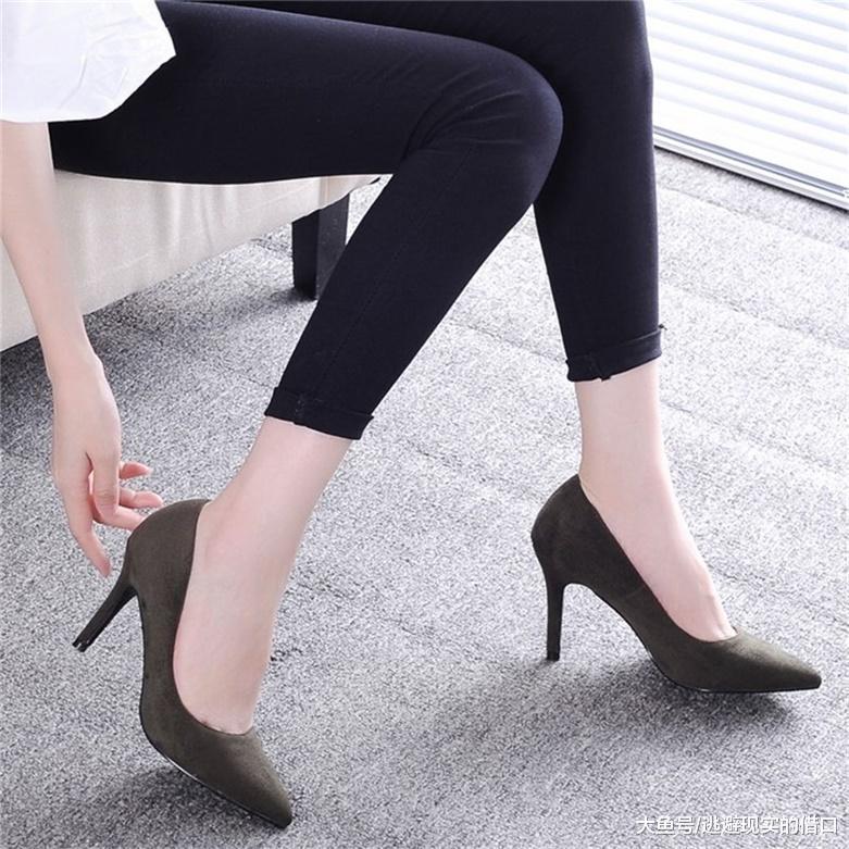简约而不简单的细跟鞋, 透露一种优雅又温柔的气质