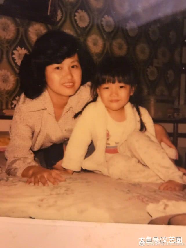 三代人三种风格都挺靓 章子怡母亲节晒外婆 妈妈 自己年轻时照片