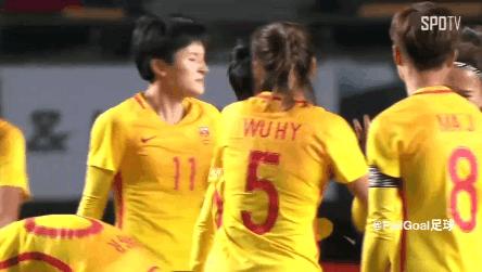 解气!蝎子摆尾+半场惊天吊射,中国女足连轰2记神仙球打懵韩国队