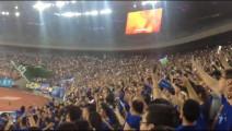 体育场万人合唱黄家驹歌曲,一首《光辉岁月》,致敬黄家驹