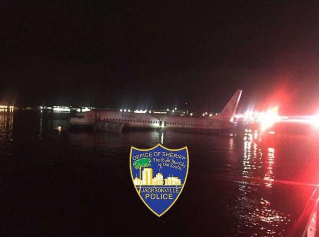 一架从古巴来的737系飞机降落时竟冲进河里 波音又出事了!
