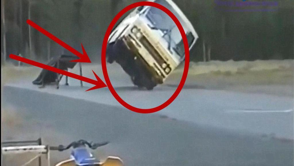漂移谁不会,客车司机也来露一手!