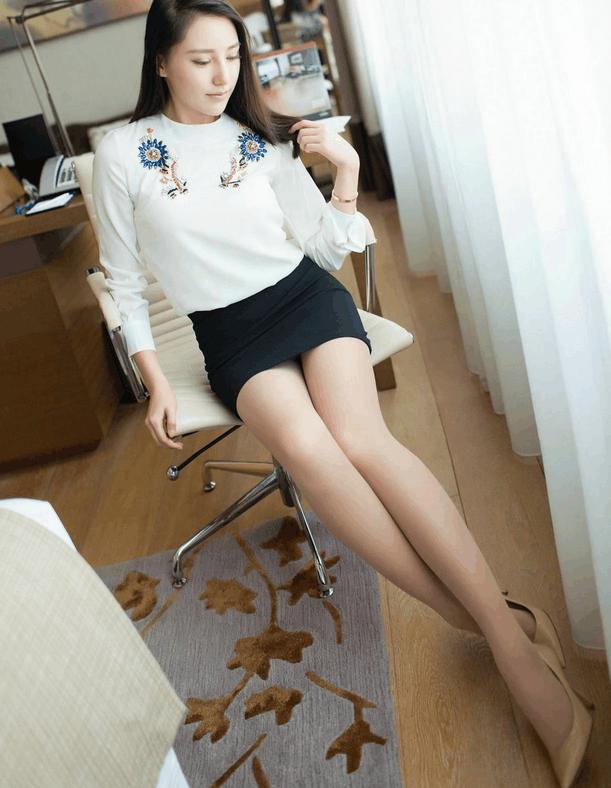 办公室ol职业装的长发美女搭配黑色迷你裙图片