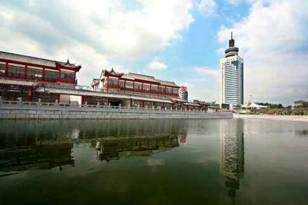 中国最奇葩的一个地方, 飞机场和高铁站飞在城市外