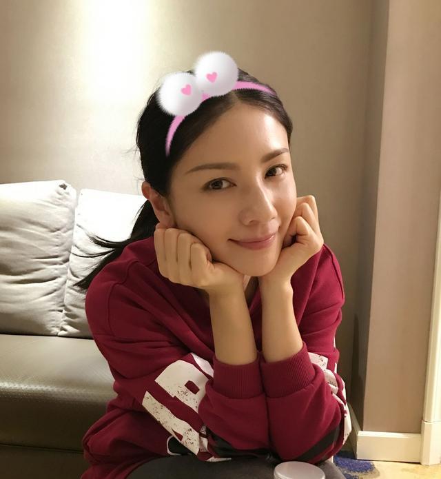 胡可关悦素颜脸部松弛不如刘嘉玲, 而她素颜被赞比景甜还美