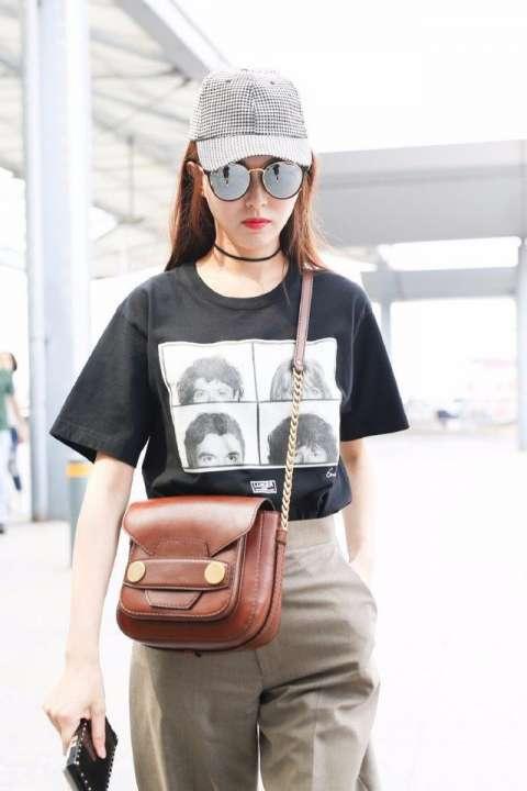 唐嫣复古时尚机场街拍图片, 裤子丢尽气质