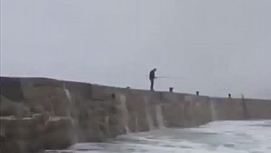 最奇葩的钓鱼视频集锦!看看钓鱼人的快乐生活!