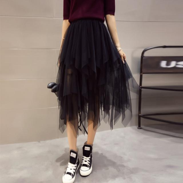 流行半身裙_连衣裙过时了, 今年流行半身裙再配上打底衫, 洋气又有女人味