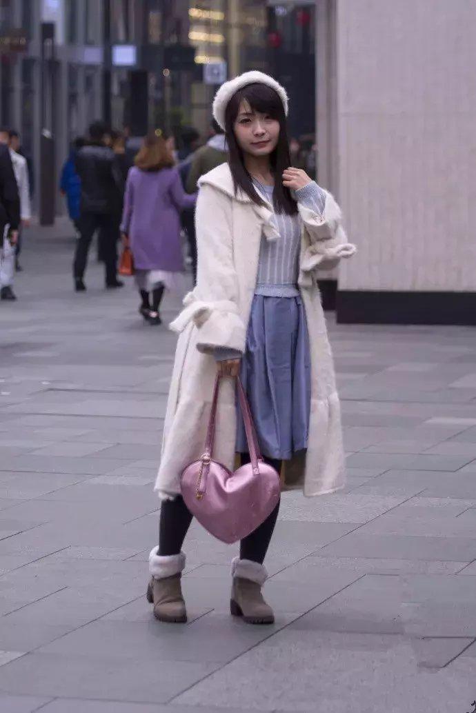 街拍: 二次元走出来的萌妹子, 活泼俏皮, 好萌好可爱