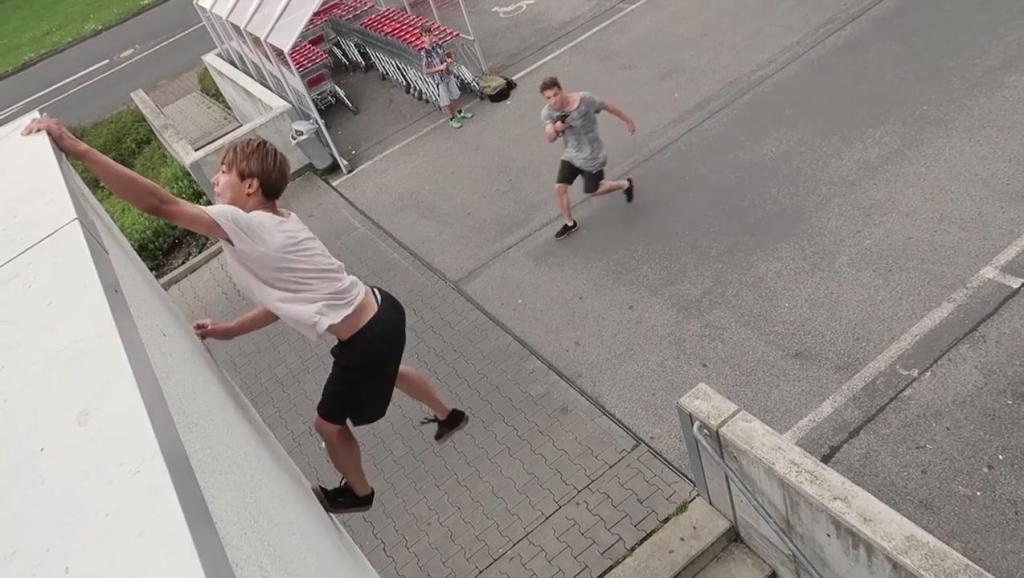 跑酷动作: 蹬墙猫扑的练习方法!