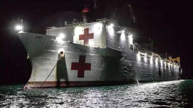 把病毒患者送上美国海军医院船