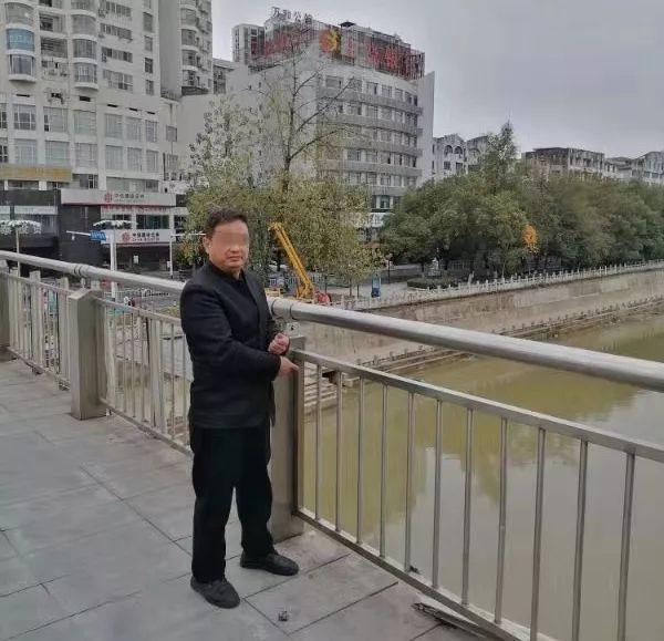 """""""口罩男""""盗窃12部苹果手机被刑拘 因卖不出去将手机全扔河中"""