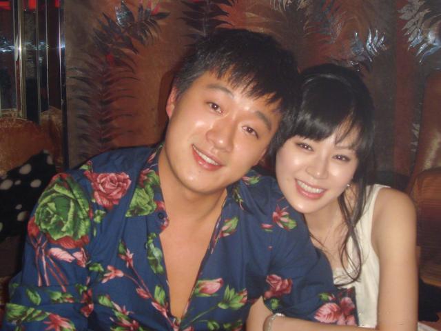 庆祝11周年结婚纪念日, 与关悦恩爱如初! 佟大为晒九宫格,