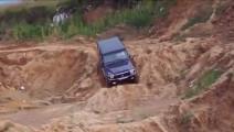 奔驰G级SUV场地秀越野性能,碾压城市SUV无压力!