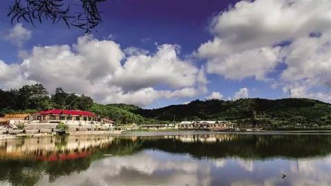 云湖农家乐与琼中附近百花岭风景区遥相呼应,游客到此既可享受田园式