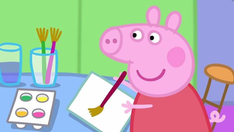 小猪佩奇: 乔治学画画,把自己喜欢的东西画在上面,画的非常棒
