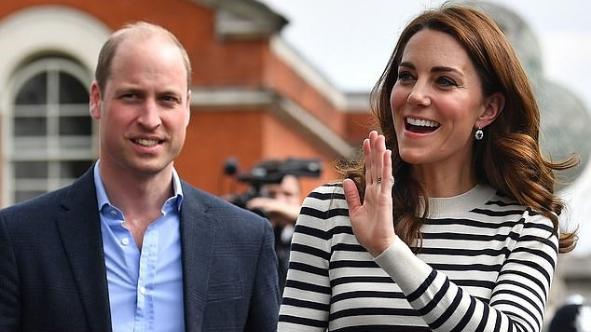 """婚变风云后二人同框难掩尴尬 威廉出糗称凯特为""""叔叔"""","""