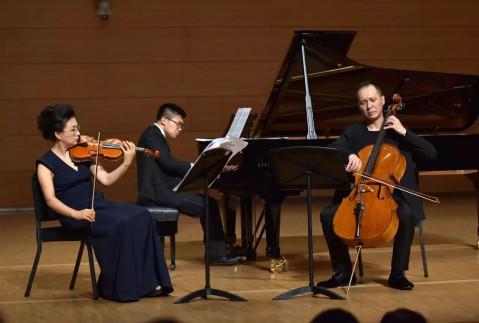 """大提琴的芬芳--青岛交响乐团上演""""大提琴与重奏音乐会"""